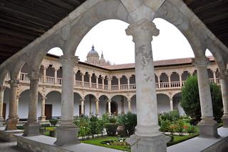 Claustro del Convento de Las Dueñas, Salamanca.