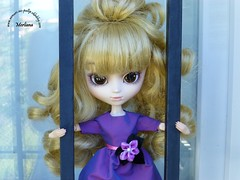 ~61~ (Merli-chan) Tags: cute look photography grey gris bars purple princess robe violet queen prison curly jail pullip curl reine rosalind mtal barreaux princesse