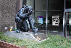 Monumento a los Bomberos (photocenter48) Tags: usa ny newyork fire manhattan fuego firefighter placa bomberos estátua homenaje 43rdstreet arrodillado derodillas gilbertopizanoarroyave