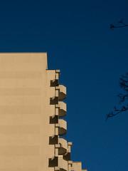 blue sky (fridoliiina) Tags: hamburg himmel eimsbüttel hochhaus