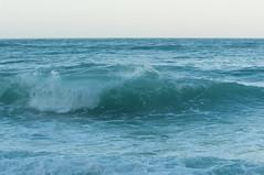 DSC_7623 (Michele d'Ancona) Tags: mare scogli agitato mosso schiuma onde azzurro vela