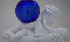 IMG_4757 (Don Juan Tenorio) Tags: nyc newyorkcity sculpture white art blanco museum chelsea arte manhattan esculturas galleries museo bianco jeffkoons scultura esferas gazingball shere galerias sculptura davidzwirnergallery