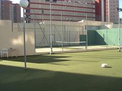 urbanización provistas de zonas verdes y pistas de tenis comunitarias. Pida más información en su agencia inmobiliaria Asegil de Benidorm  www.inmobiliariabenidorm.com