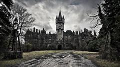 02478_castleofdecay_1920x1080 (leegraber) Tags: ardennen chateau noisy urbanexploring urbex earthview belgi scarluuk