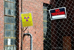 Magnuson Park (JohnCramerPhotography) Tags: sign warning radiation caution radium radioactivematerialsarea
