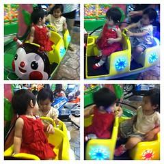 พานลินมา YoYo Land ที่ซีคอน บางแค เล่นเครื่องเล่น มีเพื่อนใหม่ ผู้หญิงอีกคนพาลูกมานั่งกับนลินด้วย ^___^