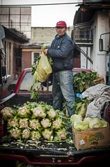 descargando apio (GMH) Tags: chile santiago verduras central mercado vega trabajando monumental camioneta trabajadores trabajador apio descargando ltytr1