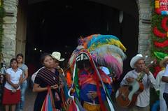 DSC_0192 (xavo_rob) Tags: ballet colors de mexico dance nikon couleurs danza danse colores mexique tufts veracruz colori mexiko farben danzas messico nicon  sanmiguelarcangel penacho  penachos  balletti zozocolco  xavorob danzadelosnegritos nikond5100 trapuntare