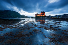 Eilean Donan Castle (Coco Carrigan) Tags: blue skye dark scotland big mood isleofskye dramatic atmosphere lee loch filters isle stopper ambiance