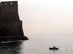 le rameur solitaire (LILI 296....) Tags: mer naples pcheur brouillard rocher italie brume barque canonpowershotg12 croisiremagiquemditerrane