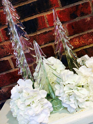 White Christmas Flowers - Shirley's Flowers & Gifts, Inc., in Rogers, Ark.