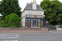 Preuilly-sur-Claise (Indre-et-Loire). (sybarite48) Tags: blue  house france azul casa blauw blu dom bleu ev blau huis maison niebieski  mavi hause  hasiera indreetloire        preuillysurclaise