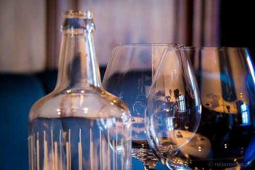 Wasserflasche mit Gläser