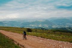 in mountain-bike sul Subasio (andaradagio) Tags: italy colors canon italia mountainbike umbria montesubasio flickraward andaradagio nadiadagaro