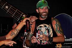 Chuck @ BeMo's (Jules (Instagram = @photo_vamp)) Tags: music bar band rockroll singer tensionhead chuckrossio