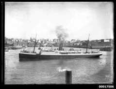 Liner KATOOMBA in Sydney Harbour