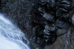 Felsgesicht einer Hexe in der Rofflaschlucht - Roflaschlucht ( Schlucht - Canyon ) des Hinterrhein  bei Andeer - Brenburg im Schams im Kanton Graubnden - Grischun in der Schweiz (chrchr_75) Tags: oktober rio ro creek river schweiz switzerland europa suisse swiss fiume rivire bach fels reno christoph svizzera fluss rhine rhein strom rin rijn 1310 rivier  suissa graubnden joki rzeka flod rhin chrigu felswand 2013 grischun bergbach felsgesicht hinterrhein rhenus chrchr hurni kantongraubnden chrchr75 chriguhurni rofflaschlucht albumgraubnden chriguhurnibluemailch albumrhein hurni131019 roflaschucht albumfelsgesichterinderschweiz