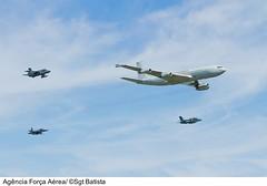 KC-137 e A-1 (Fora Area Brasileira - Pgina Oficial) Tags: brazil saopaulo sp passagem despedida sbsc escolta boeing707 comando servico cacas basc corsario ativo desfileaereo f5emtigerii kc137 amxa1 f2000c comgar reabastecimentoemvoo 120413bat5321brunobatista