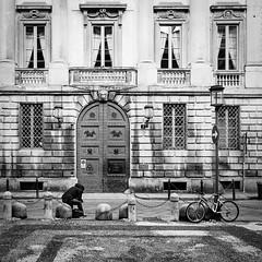 Milano - piazzetta Belgioioso (Silvan72) Tags: life street city people bw architecture nikon milano d7000