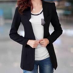 เสื้อสูท เสื้อสูททำงาน แบบเรียบหรูสำหรับสาวออฟฟิสเทรนด์แฟชั่นเกาหลีรุ่นใหม่ จะใส่กับเสื้อเชิ้ตในวันทำงานหรือใส่แบบลำลองคู่กับเสื้อยืดกางเกงยีนส์ หรือใส่เป็นเสื้อคลุมก็ดูมีสไตล์น่ามอง จะใส่คู่กันเป็น เสื้อผ้าชุดทำงาน ชุดลำลอง ให้คุณเฉิดไฉไลได้ตามที่ต้องการ