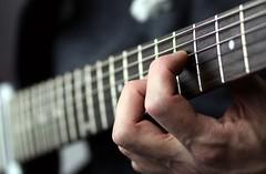 Epiphone 2-3 (blumenbiene) Tags: playing electric neck guitar instrument string strings fret markers joint gitarre inlay spielen hals fretboard frets saiten griffbrett egitarre gitarrensaiten bundstäbchen griffbretteinlagen halsbefestigung