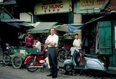 SAIGON 1967 - Đường Võ Di Nguy, Chợ Cũ - by HG Waite (manhhai) Tags: waite vietnam 1967 saigon bienhoa macv advisoryteam98 ductu