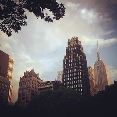 #NewYork #BryantPark #EmpireStateBuilding #nycdimps #Gotham (joansorolla Creative Commons site) Tags: square squareformat rise iphoneography instagramapp uploaded:by=instagram