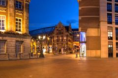 Het Goudkantoor bij Avond (Frenklin) Tags: city netherlands dutch architecture evening cityscape dusk nederland thenetherlands bluehour groningen avond centrum hdr stad goudkantoor binnenstad waagplein blauweuur