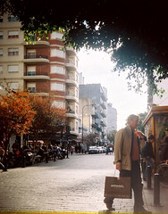 Calle 8 (Apparel) (Natansc) Tags: la calle kodak buenos aires low 8 hobby plata pelicula fi filme rollo analogic analogico