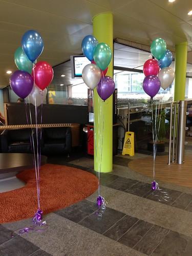 Tafeldecoratie 5ballonnen aan lange linten Unilever Vlaardingen