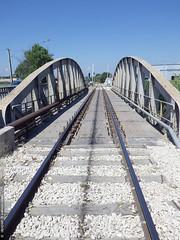 le pont des Florides (Dominique Lenoir) Tags: bridge france puente photo ponte rails pont bro brug provence brcke marignane southfrance bouchesdurhne silta 13700 dominiquelenoir