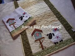 Caminho de mesa e pano de copa ovelhas (Joana Teo - Artesanato & Patchwork) Tags: de pano country e patchwork copa mesa caminho bordado trilho ovelha ovelhas aplicao tcnicas patchcolagem patchaplique joanateopatchwork joanateodoro