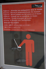 Beware of pickpockets (rafaromo) Tags: paris museum europa louvre musee museo pictogram pictogramme pictograma