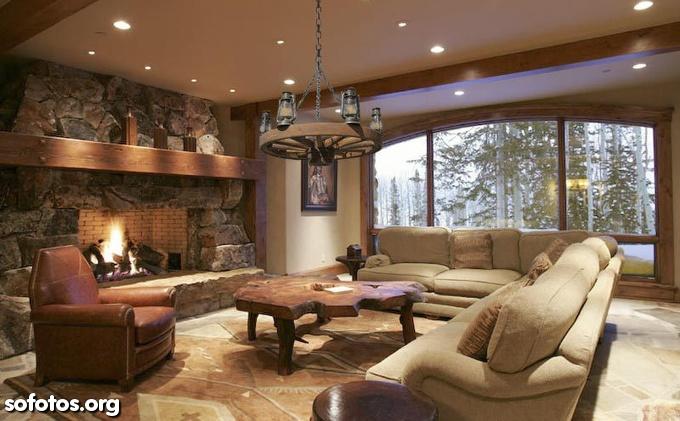 sala de estar rústica decorada com madeiras