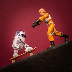 Day 030: Oh snap! Hold on tight Artoo, I'll save you! (Wong Fei Hung Yo) Tags: starwars r2d2 lukeskywalker techdeck toyphotography figurephotography 365withluke
