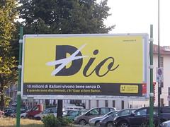 DSCN1683 (en-ri) Tags: torino nikon io giallo dio nero cartellone ateismo uaar