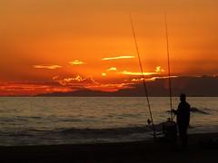 z Atardecer (2) (calafellvalo) Tags: sunset sea moon mar venus calafell playa luna pesca ciudadela ciutadella calafellvalo calafelllunavenusmarocasosunsetcalafellvalo