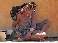 Himba married woman (Linda DV) Tags: africa travel people nature canon river geotagged culture clothes ochre ethnic minority namibia himba ethnology southernafrica kaokoland 2013 geomapped ovahimba minorit minderheid lindadevolder otjikandero otjize powershotsx40