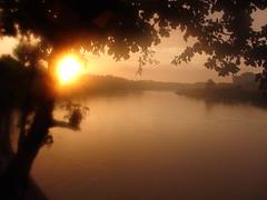 REVEIL THAILANDAIS (rustinejean) Tags: soleil brouillard brume thailande chaleur rustine znitude