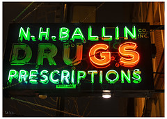 Ballin' (swanksalot) Tags: signs chicago basketball 35mm neon drugs lincoln blogged ballin slang prescriptions whiteway explored whitewaysign nhballindrugs