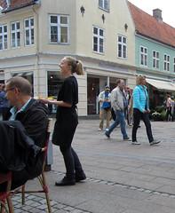 happy waitress (helena.e) Tags: girl denmark waitress danmark tjej helsingör helenae servitris