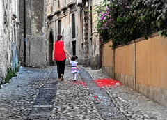 [ Insistenza - Stubbornness ] DSC_0759.2.jinkoll (jinkoll) Tags: street people couple maternity two alley perspective mother daughter red flowers walk steps bricks tropea calabria old town city child kid