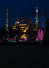 Blue Mosque by night (Leif Hinrichsen) Tags: istanbul sultanahmet turkey bluemosque night light licht nacht wasser fontäne