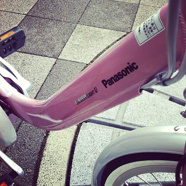 この硬いフレームが日本って感じ☆ヨーロッパならもっとエレガントなんだろうなー♪でもこの硬さが好き(笑)#eirin #vivi #panasonic #電動アシスト自転車