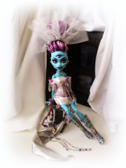 Alien Bride (the_alien_experience) Tags: white thread fashion monster toy three spider beads high shoes doll comic dress boots cam alien eyed create exclusive con ghoul reroot rehair eyevette wydowna weberella