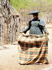 Herero woman visiting her Himba relatives (Linda DV (back, catching up)) Tags: africa travel people nature canon river geotagged culture clothes ethnic minority namibia himba ethnology southernafrica herero kaokoland 2013 geomapped ovahimba minorité minderheid lindadevolder otjikandero powershotsx40