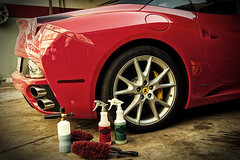 Ferrari California Wheel Cleaner (Edir Manzano) Tags: california red brasil nikon ferrari nikond50 foam lance nikkor matogrosso detailing cuiab meguiars 18105mm luxurycarcare daytonabrush