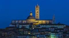 Siena Blues (Blende1.8) Tags: siena toskana toscana tuscany blauestunde bluehour cathedral minster dom outdoor outdoors italy italia italien altstadt old history historisch architecture architektur cityscape carstenheyer nikon nikkor d700 24120mm duomo lights evening night