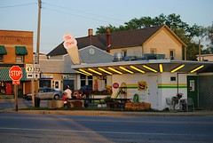 The Dari, Hebron Illinois (Cragin Spring) Tags: rural illinois midwest neon il icecream smalltown hebron icecreamstand mchenrycounty hebronil hebronillinois mchenrycountyil thedari