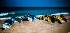 Deuxième vie - Second life (Teo Morabito) Tags: ocean life blue bali art beach yellow dof bokeh installation second plates